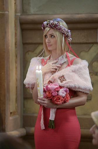 2-broke-girls-bridesmaid-dress_caroline